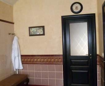 Какую дверь поставить в ванную комнату: выбираем лучший вариант