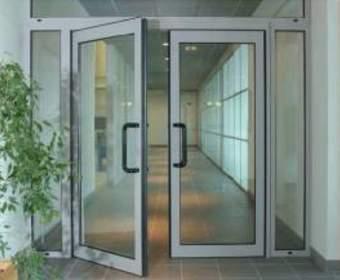 Что лучше пластиковые или алюминиевые двери