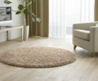 Какой ковер подойдет для интерьера жилой комнаты: варианты использования в разных стилях