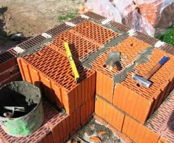 Дом из керамических блоков поризованных крупноформатных