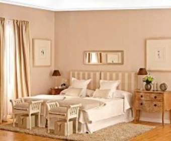 Полноценный отдых в спальне светлого оттенка