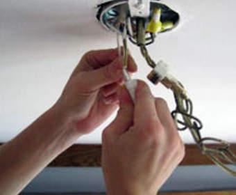 Как подвесить люстру к потолку: разные способы крепления на разные случаи