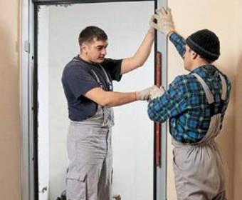 Замена входной двери: подготовка, установка, проверка