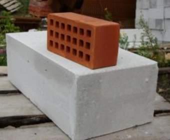 Газобетон или керамический кирпич: из чего строить дом?
