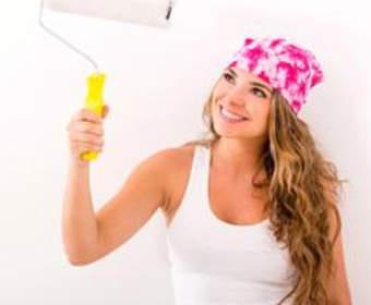 Окрашивание стен в квартире водоэмульсионной краской: от подготовки до декорирования
