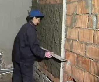 Технология выравнивания поверхности стен по маякам